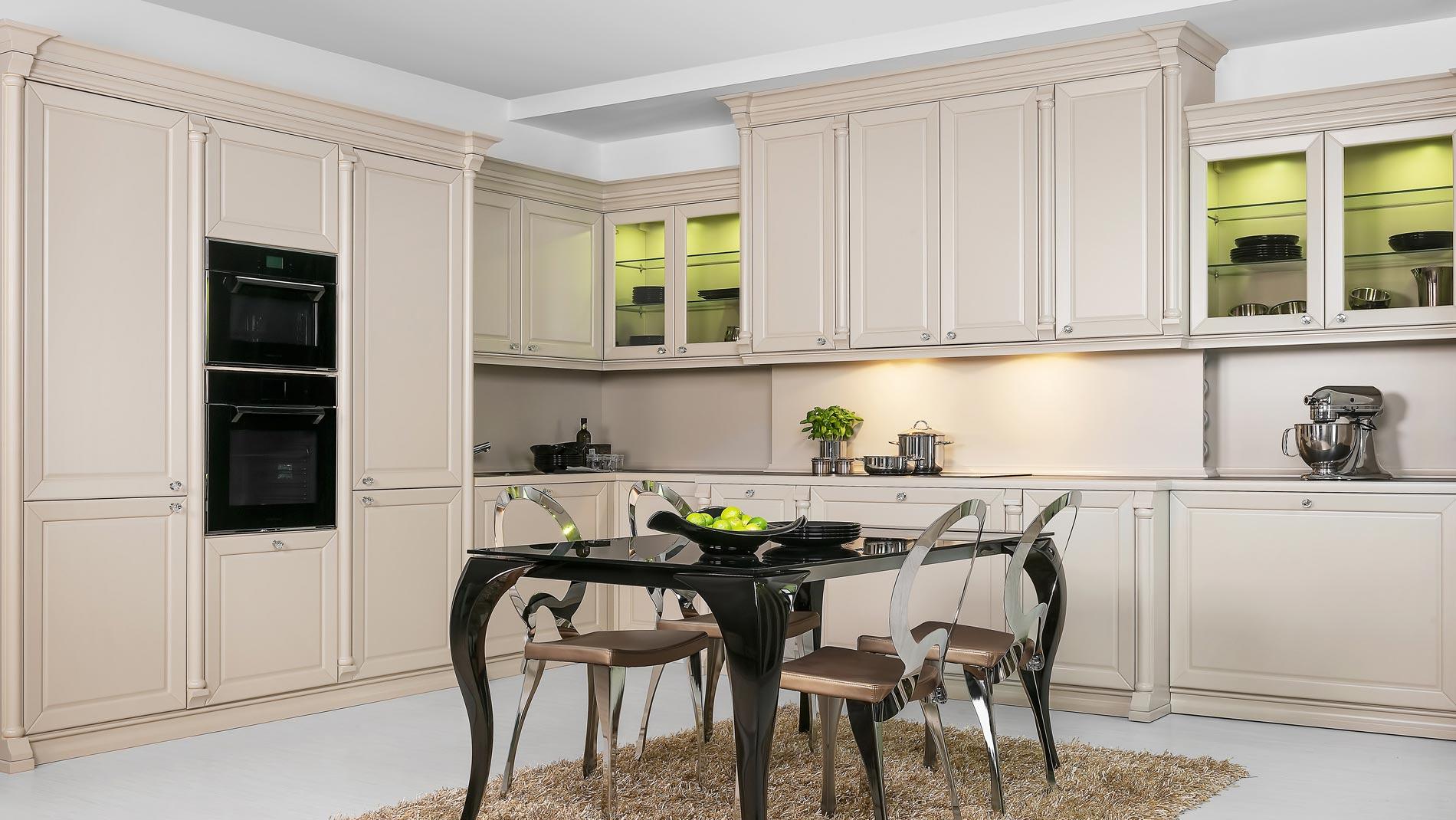 Комплект классической кухонной мебели